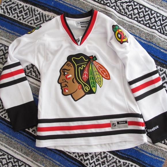 Chicago Blackhawks NHL White Hockey Jersey Women s.  M 5ab790d91dffda79e2dc49e8 d7fda321ae